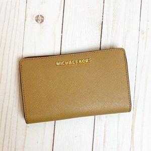 NWOT Michael Kors Bifold Jet Set Leather Wallet
